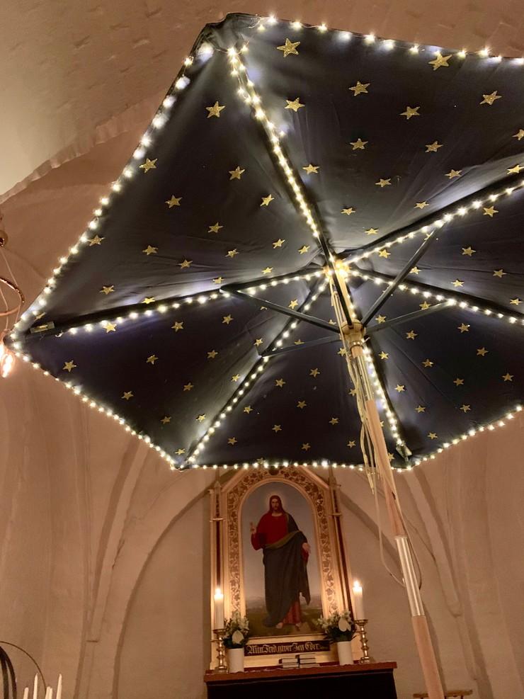 Stjerneparasol med lys i