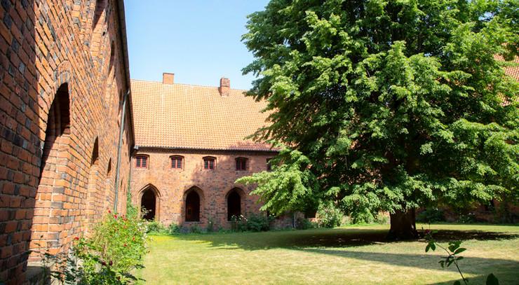 Søjlegangen i karmeliterklostret, hvor Helsingør Stift holder til