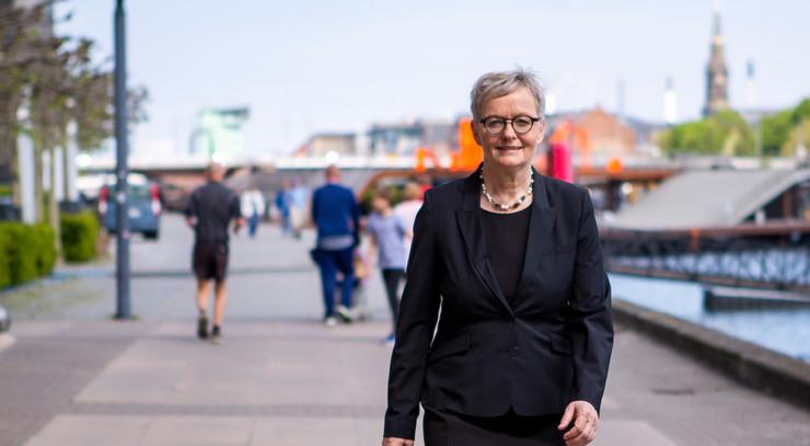 Birgitte Stoklund Larsen der går