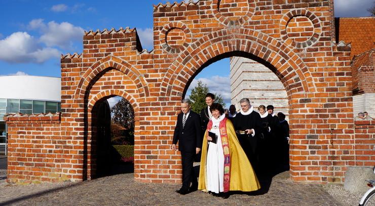 Biskoppen sammen med borgmester, provster m.m.