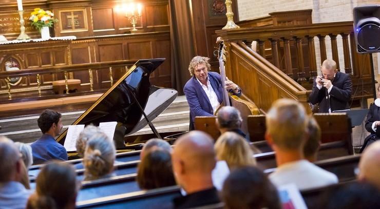 Koncert i kirken med publikum