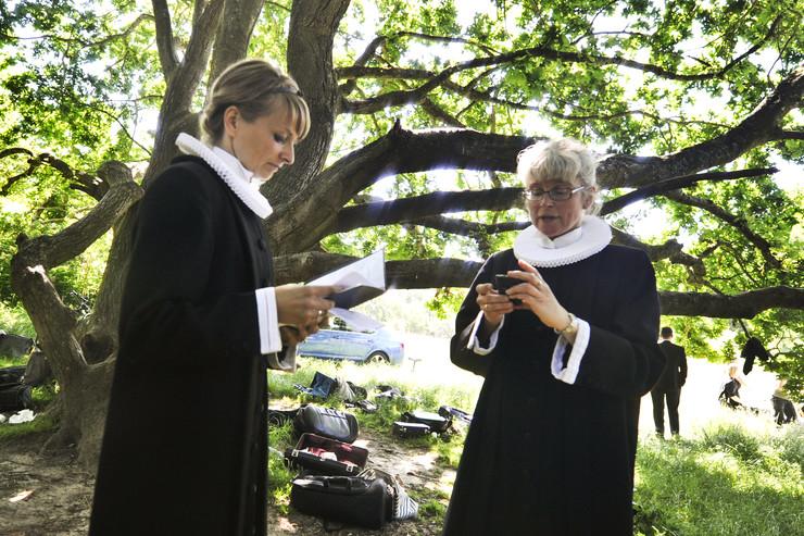 to præster udenfor