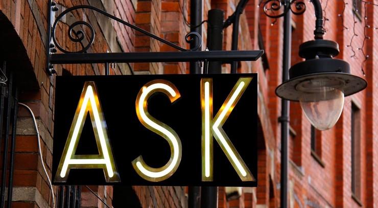 """Skilt med ordet """"Ask"""""""